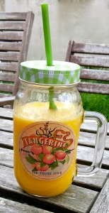 Jus centrifugé du matin, délicieusement réconfortant ! (ananas,banane,mangue,orange,passion)